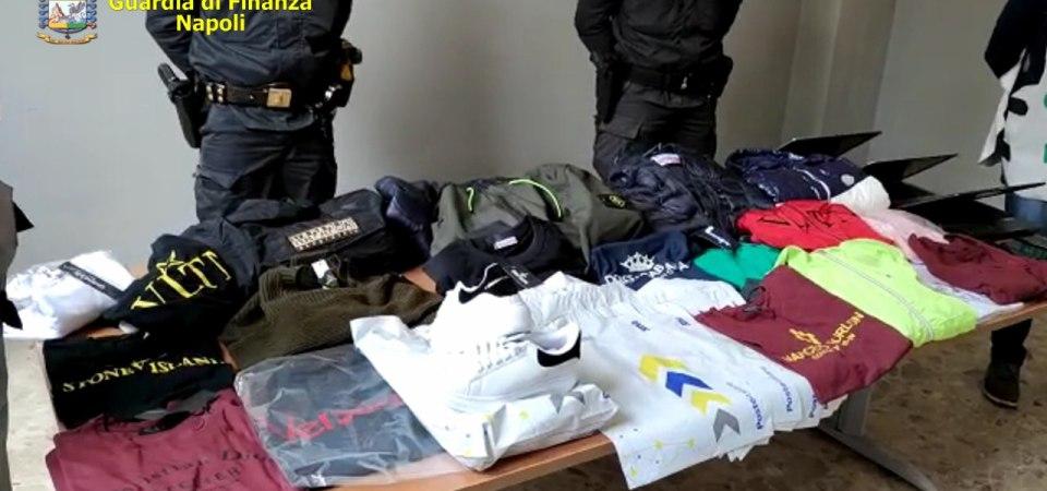 Operazione #Iocomprodacasa. Sequestrati 2 mila capi di abbigliamento del valore di 200 mila euro