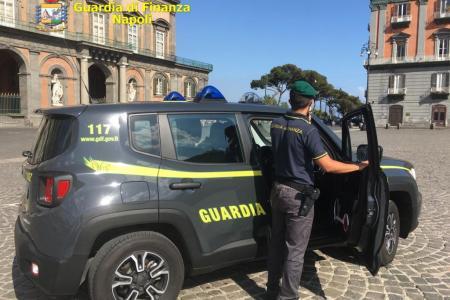 Napoli, percepivano indebitamente reddito di cittadinanza. Denunciati 24 furbetti, tra cui contrabbandieri di sigarette e parcheggiatori abusivi
