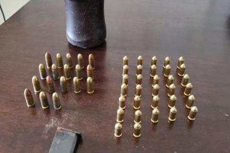 Castellamare di Stabia, le Fiamme gialle sequestrano 50 munizioni e 1 caricatore in un fondo agricolo