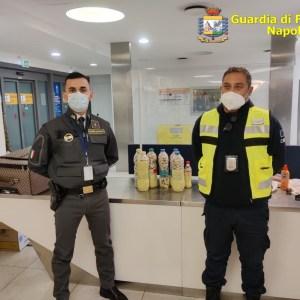 Napoli, arrestati due narcotrafficanti all'aeroporto di Capodichino. Trasportavano 11 chilogrammi tra cocaina e oppio