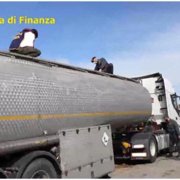 Napoli, operazione Petrol-Mafie SPA. 71 misure cautelari contro camorra e 'ndrangheta. Clan Moccia: controllo delle frodi negli oli minerali
