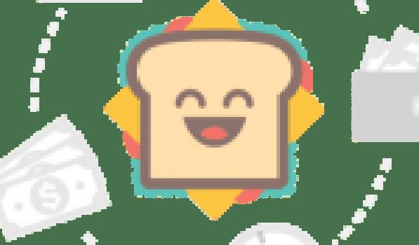 Wan Ramli Wan Daud (kiri), Riza Atiq Abdullah O.K Rahmat (tengah) dan Siti Kartom Kamaruddin dari Universiti Kebangsaan Malaysia (UKM) antara saintis Malaysia yang diiktiraf dunia menunjukkan buku rekod pencapaian anugerah The World's Most Influential Scientific Minds 2016.
