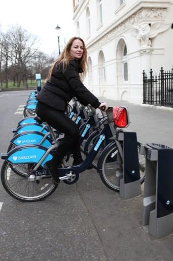 Delia Antal, la teatru cu bicicleta