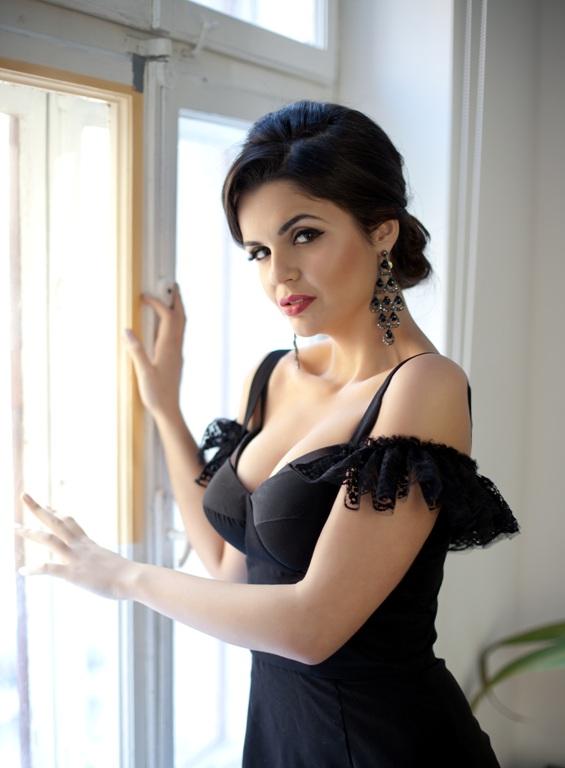 Ea este Selena Gomez de Romania! Va place?