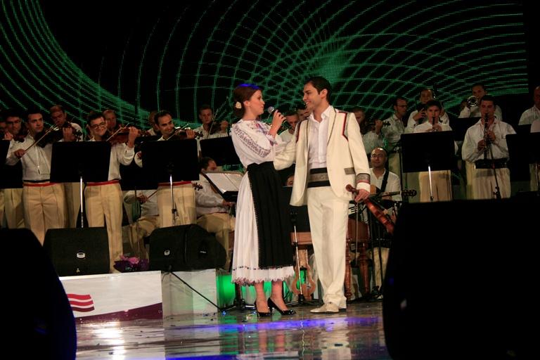 Afla cine s-a indragostit pe scena Festivalului National al Cantecului si Dansului Popular Romanesc