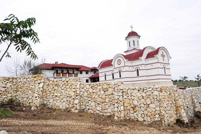 Tarnosirea Bisericii Manastirii Lipnita pe 24 august