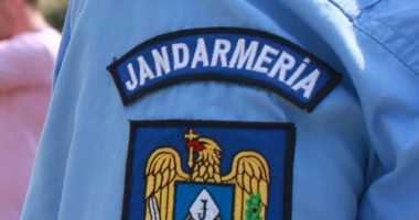 Jandarmii au surprins în Constanţa cinci tineri care aveau asupra lor jointuri şi cinci pacheţele de staniol care conţineau o substanţă vegetală de culoare verde