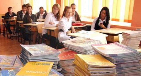 Ministerul educației și-a asumat că va acorda manuale elevilor din ciclul liceal superior