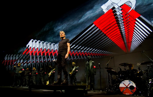 29 septembrie, Roger Waters sparge Zidul la Constanta