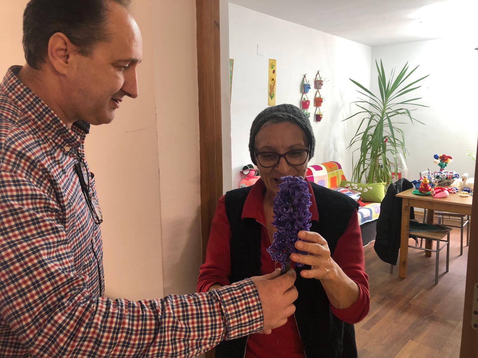 Primăvară cu parfum de zambile la Căminul pentru Persoane Vârstnice
