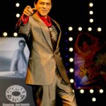 Bollywood Super Star Shah Rukh Khan loves to be Popular