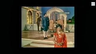 Sivjai Ganesan in Engirundho Vandhal Ore Paadal Song