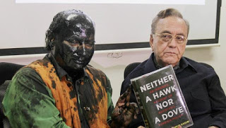 Sudheendra Kulkarni with Blackened Face with Kurshid Mahmud Kasur