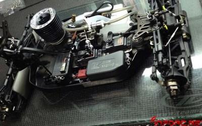 Atsushi Hara probando un Kyosho MP9 en la CNetic Challenge