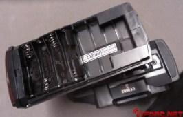 El apartado para baterías admite diferentes opciones, una de ellas el casette de pilas AA, pero si preferimos colocar una batería tipo LiFe sólamente debemos desconectarlo y encontraremos el típico conector de baterías TX.
