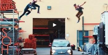 Video de los Viernes: el parkour mola más sobre coches en movimiento