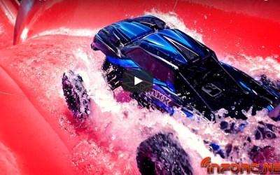 Video - Refréscate con esta invasión de coches radiocontrol a un parque acuático
