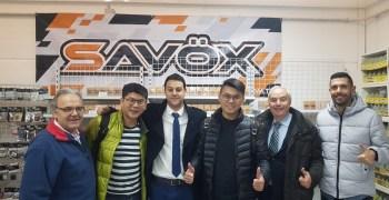 Los responsables de Savox visitan la sede de VIP Modelismo
