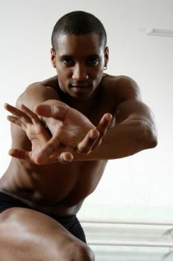 Jose Perez, ballerino di Amici in sala prove (Location:La Maison de la Danse); Foto © Roberto Chiovitti.
