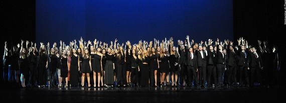 Liceo_Teatrale_e_Coreutico_Germana_Erba_coro_finale_Till_we_reach_that_day_inaugur_a_s_14_15_3