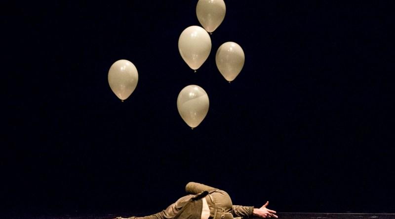 Teatro comunale CLAUDIO ABBADO Ferrara 13/12/2014 SVARUPA - VYAKTA coreografia e interpretazione Stefano Fardelli musica Ben Frost