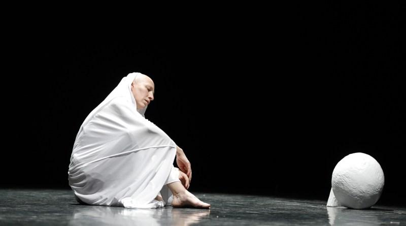Tanya Khabarova con <em>Arch </em>al Teatro Tor Bella Monaca