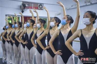 danza con le mascherine 2_n