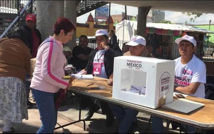 Aspectos de la casilla instalada en Zinacantepec para la consulta sobre el Nuevo Aeropuerto Internacional de México. SUN/X. García