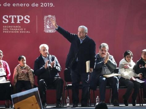 Resultado de imagen para Pide López Obrador 'orientar' a los que se dedican al huachicoleo