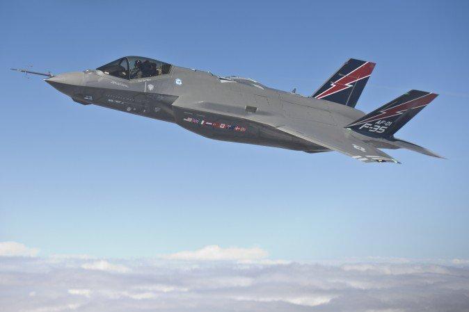 F-35-12J00552_08-674x449