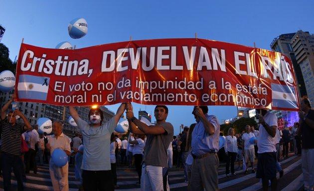 cacerolazo en Argentina 8-11-12