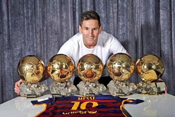 Leo Messi con 5 balones de oro