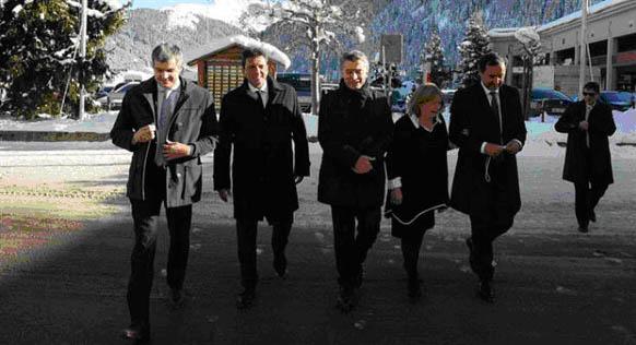 Macri-comitiva-Davos