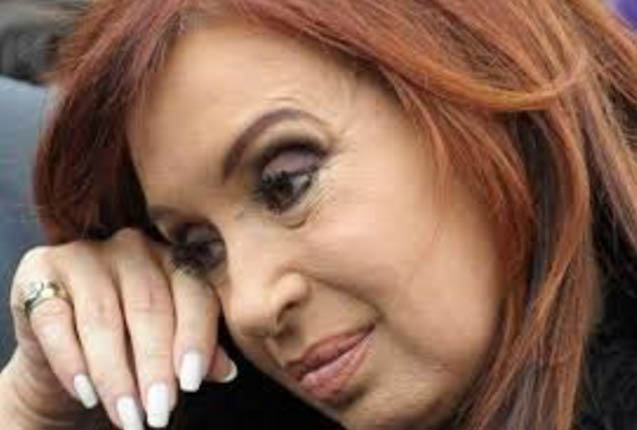Cristina imputada y desesperada