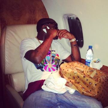 DAVIDO FLYING PRIVATE ENROUTE GHANA AND BACK TO NIGERIA SAME NIGHT FOR DBANJ'S KOKO CONCERT