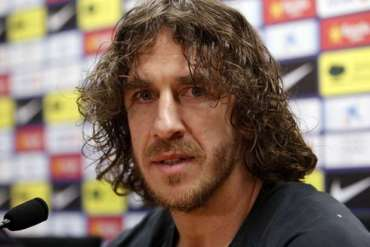 Puyol takes on Okocha in UCL trophy tour match