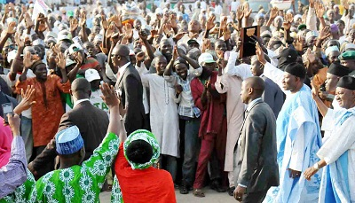 PRESIDENT GOODLUCK JONATHAN (2ND R) ACKNOWLEDGING CHEERS FROM PDP SUPPORTERS DURING PRESIDENTIAL RALLY IN DUTSE, JIGAWA ON WEDNESDAY (NAN)