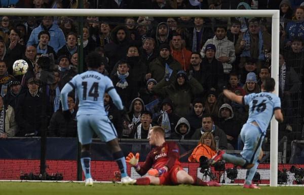 Sergio Aguero Hands Man City a Lifeline Against Barca. Image: AFP/Getty.