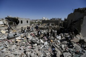 People stand amidst the rubble of houses destroyed by an overnight Saudi-led air strike on a residential area in Yemen's capital Sanaa May 1, 2015. REUTERS/Khaled Abdullah