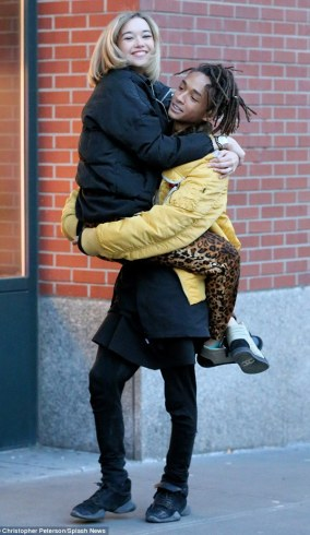 Jaden Smith Carries His Girlfriend On The Streets Of NY