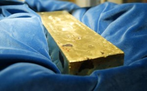Canadian-plumber-finds-50000-gold-brick-in-bathroom