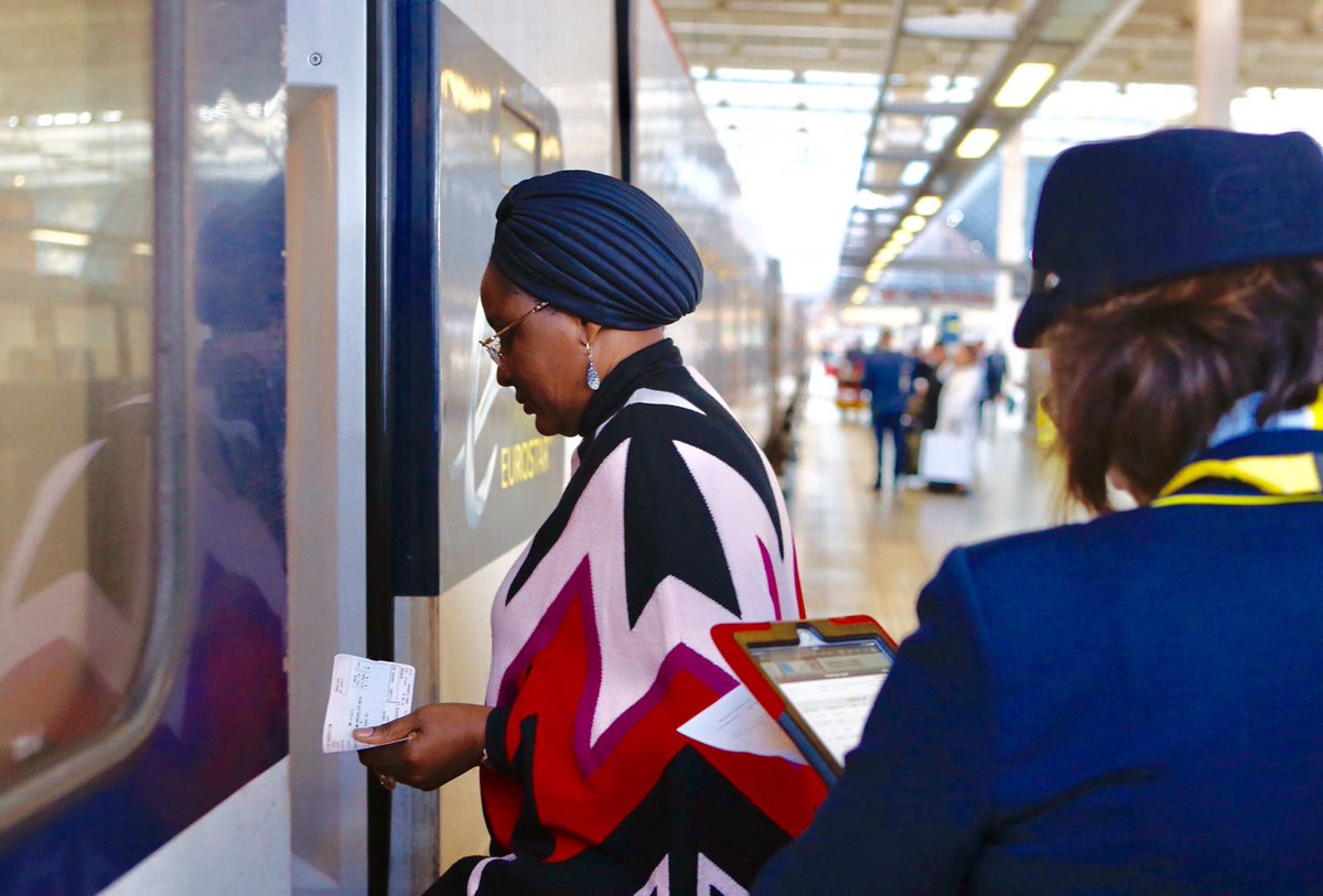 Aisha Buhari leaves for London to see President Buhari