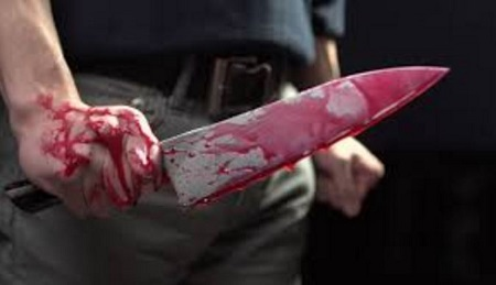 Knife blood - Man stabs girlfriend 4 times after she made fun of his small penis
