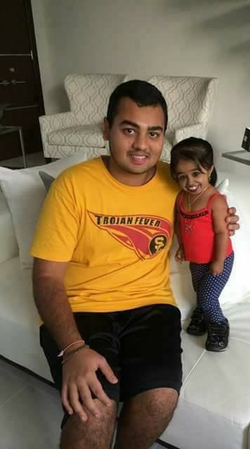 Media Explode As World's Smallest Woman Finally Gets ...