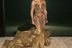 It took 35 workers about 10 days to complete the custom dress Beyoncé wore to Wearable Art Gala