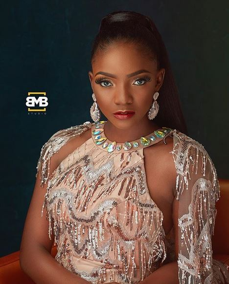 simi blasts toyin lawani for saying all men cheat are entitled to 10 women - See how Simi consoled herself and her fellow Manchester United fans, after last night's defeat