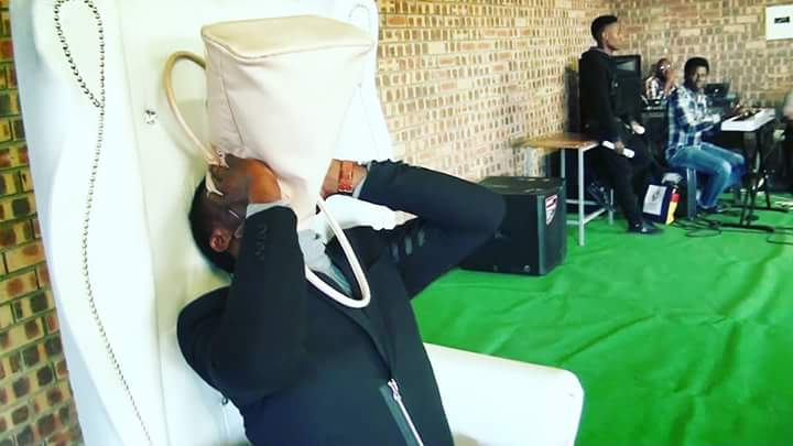 """pastor vomits miracle money during church service video 1 - Pastor vomits """"miracle money"""" during church service (Wacth Video)"""