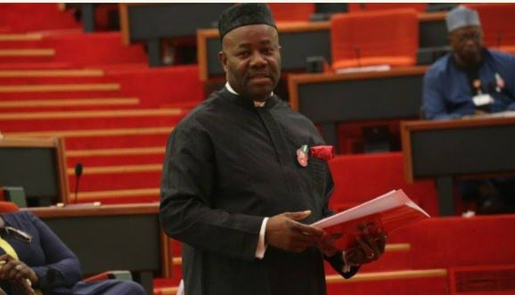 2019 i did not defect to apc senator akpabio - Just in: Akpabio withdraws election petition