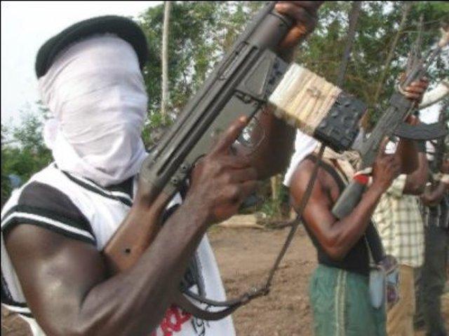 breaking news over 10 gunmen kidnap plateau monarch - Fresh!!! Senatorial candidate shot in the face in Oyo