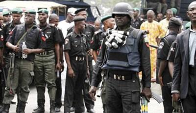 Rare moment Nigerian Police officer returns missing phone